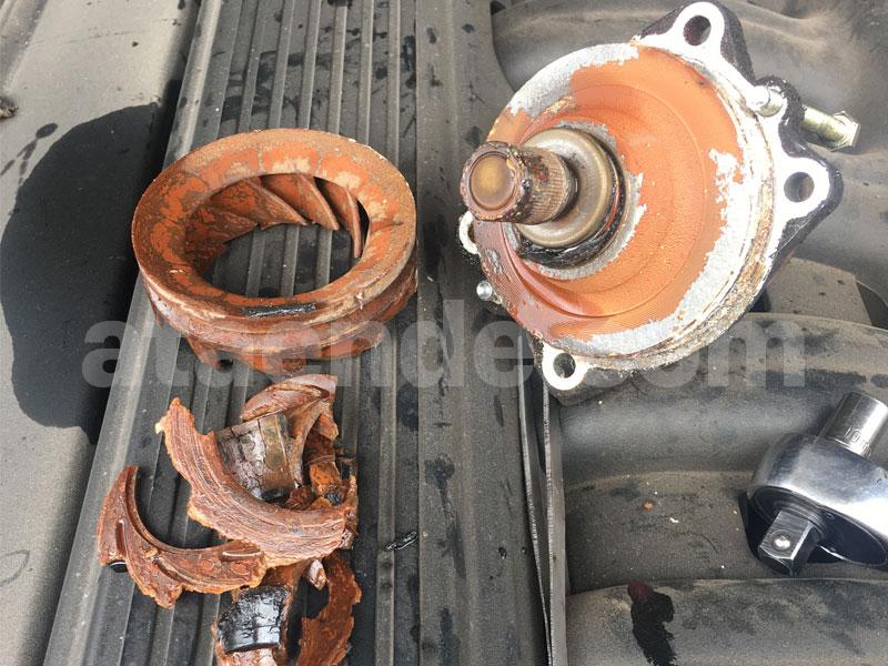 Broken water pump impeller BMW E36 m50