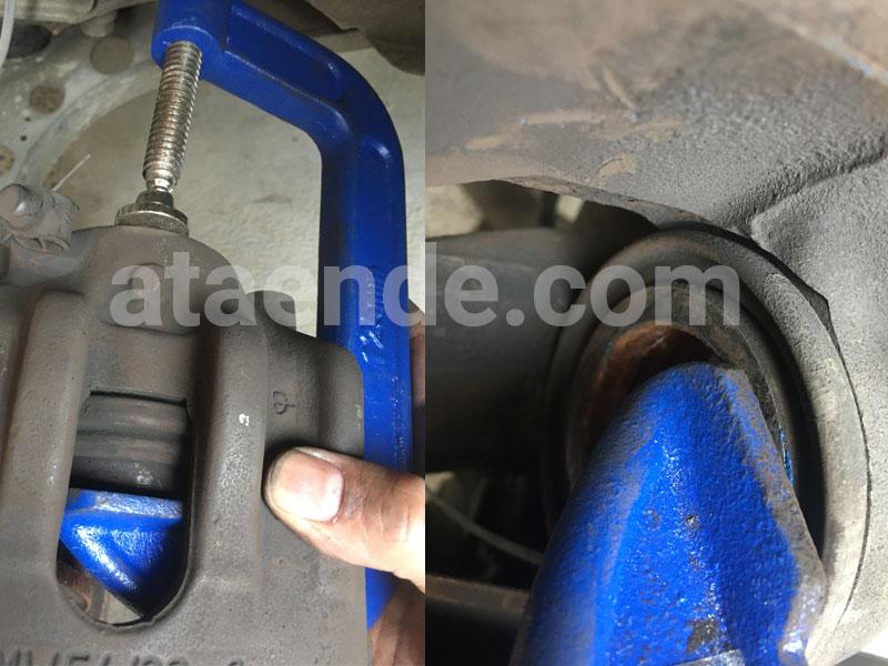 Clamp C untuk mendorong piston